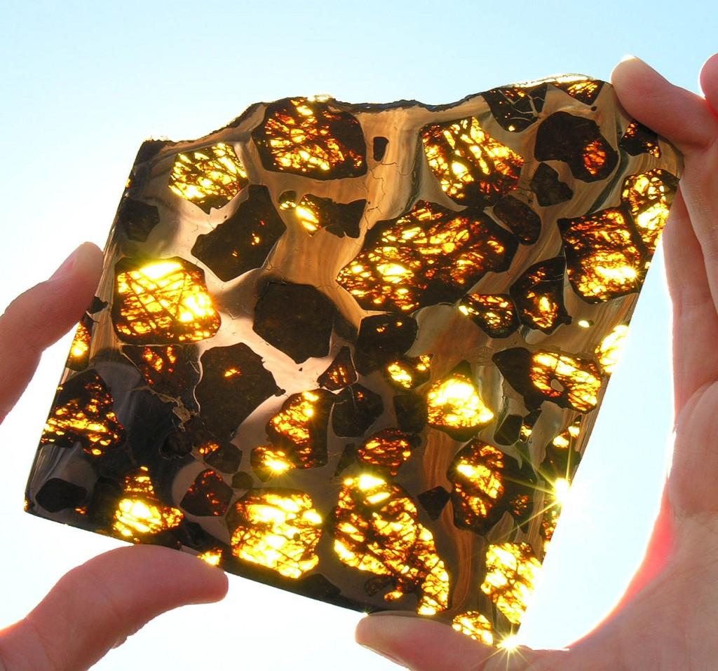 Out of this world, quite literally: The beautiful and mysterious Fukang meteorite - Dalle stelle alla Terra: il mistero e la bellezza del meteorite di Fukang