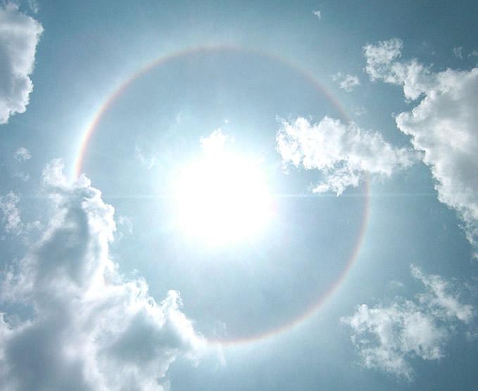 """""""Halo"""": Luce e cristalli per un meraviglioso effetto ottico chiamato """"alone"""" - Sunlight and crystals: ice halo"""