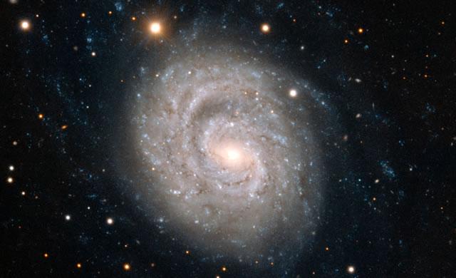 Una stupenda spirale impreziosita da una supernova che scompare - Spiral Beauty Graced by Fading Supernova