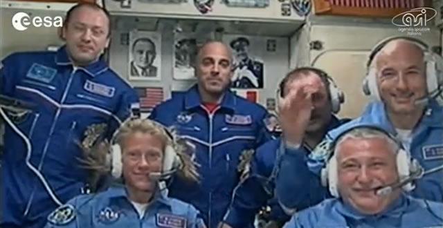 Luca Parmitano con un sorriso raggiante è a bordo della ISS e ci fa #Volare!