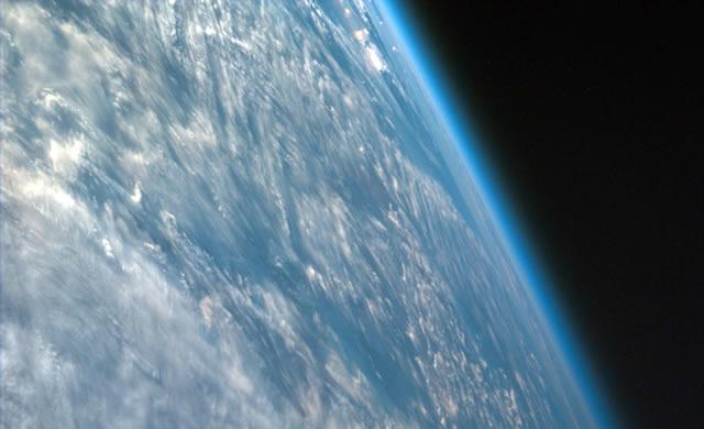 Sotto pressione: come la densità delle atmosfere degli esopianeti pesa sulle probabilità di vita aliena - Under pressure: How the density of exoplanets' atmospheres weighs on the odds for alien life
