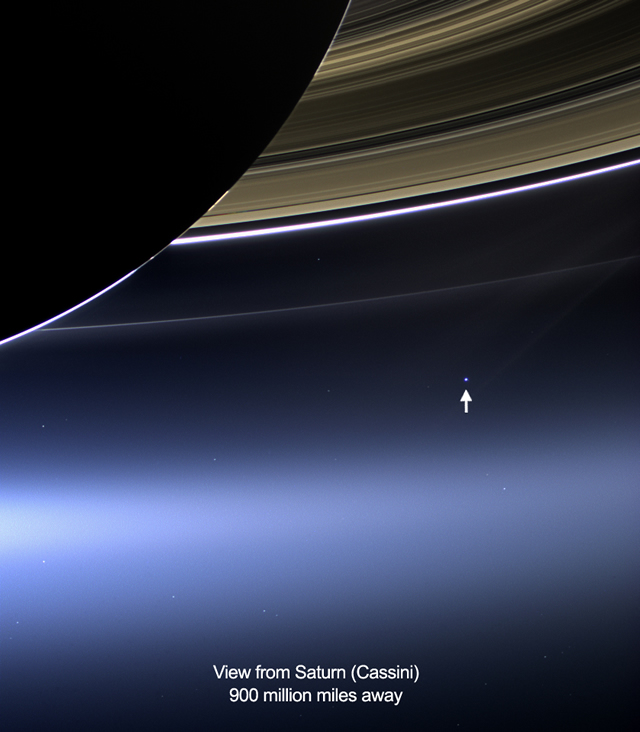 La sonda Cassini fotografa la Terra da Saturno: Quel Pallido Puntino Blu siamo Noi - Cassini, From Saturn A Pale Blue Dot: That's Us