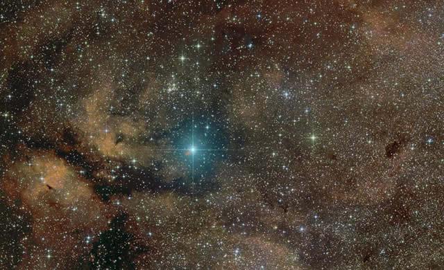 Costellazione del Cigno: Stella Supergigante Sadr - Gamma Cygni - Cygnus Constellation: Supergiant Star Gamma Cygni