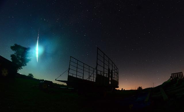 Spettacolare Meteora, una vera e proprio palla di fuoco! - Meteor/Fireball