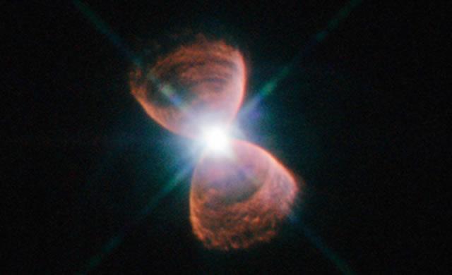 ESO: Allineamento bizzarro per le nebulose planetarie - Bizarre Alignment of Planetary Nebulae