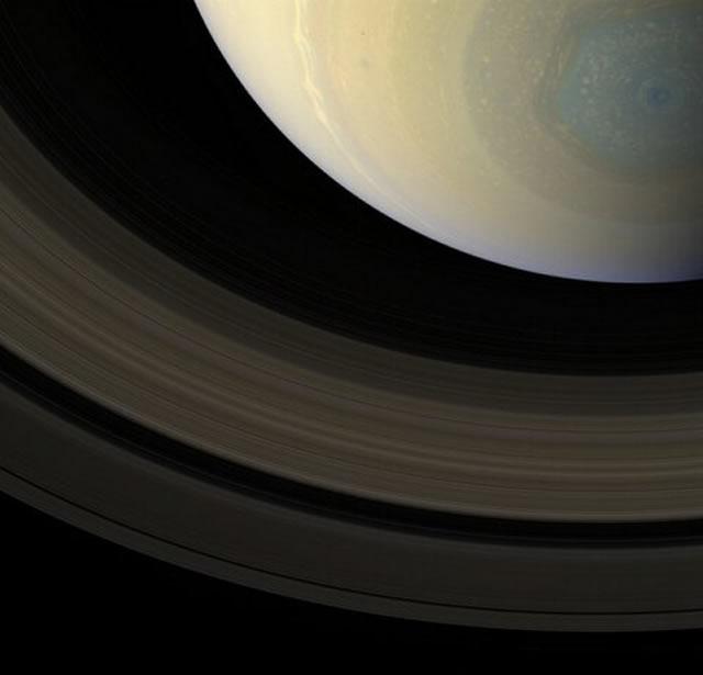 L'Esagono e gli Anelli di Saturno - Saturn's Hexagon and Rings