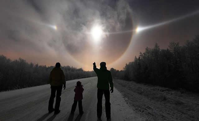 Incredibile Fenomeno del Cielo sembra una Nave Stellare in visita sul nostro Pianeta - These incredible sky lights look like alien spaceships coming to Earth