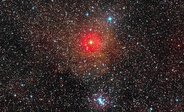 ESO: Il VLT trova la più grande stella ipergigante gialla - VLT Spots Largest Yellow Hypergiant Star