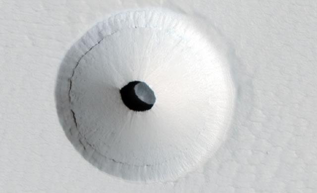 Una Cavità su Marte - A Hole in Mars