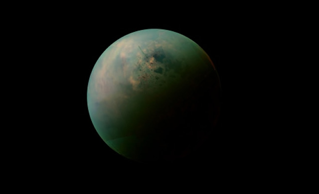 Primi Accenni di Onde sui Mari di Titano, Luna di Saturno - First Hints of Waves on Titan's Seas