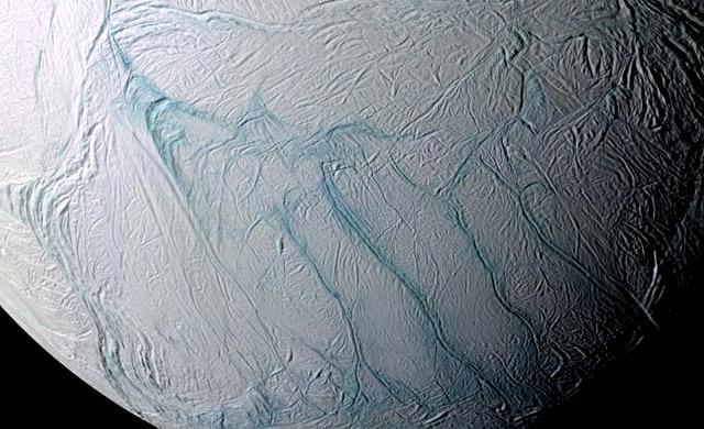 Oceani d'Acqua Liquida anche Sotto il Ghiaccio di Encelado - Gravity Measurements Confirm Subsurface Ocean on Enceladus
