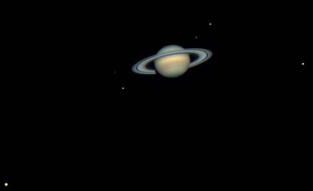 Probabile Formazione di una Nuova Luna Intorno a Saturno - Possible New Moon Forming Around Saturn