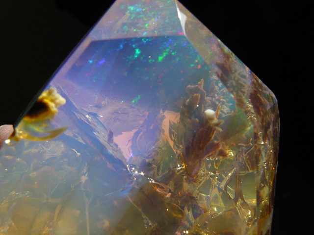 Opale Etiope Welo: Oceano e Universo in Una Gemma - Ethiopian Welo Opal: The Ocean and the Universe in a Gem