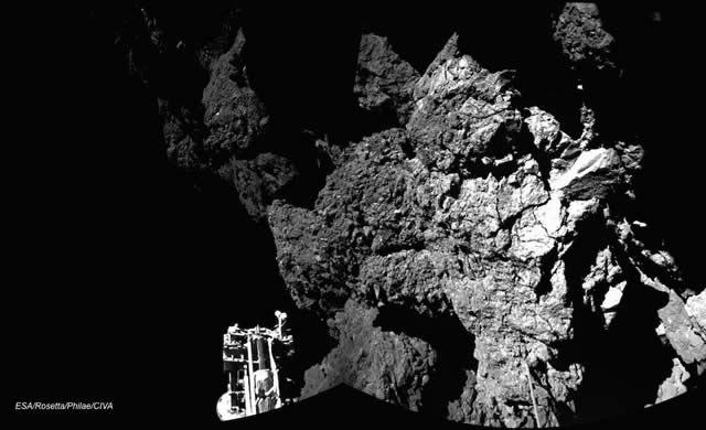 Philae: Adesso sono ancorato e sicuro! - Now I'm safely on the ground!
