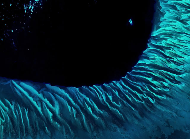 Vista del Pianeta Terra dallo Spazio: Un Occhio Blu - Planet Earth From Space: A Blue Eye