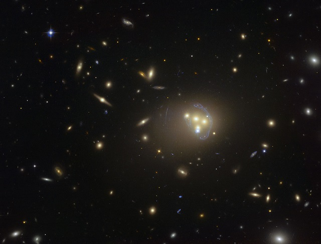 Primi segni di materia oscura auto-interagente? First Signs of Self-interacting Dark Matter?