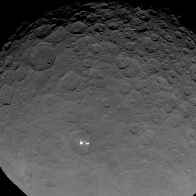 Dawn sempre più vicina ai punti luminosi di Cerere - Closest look yet at Ceres' bright spots