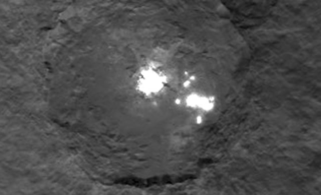 Cerere: Nuove Foto delle Macchie Brillanti - Bright Spots Shine in Newest Dawn Ceres Images