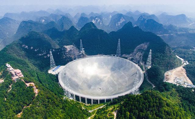 FAST Radiotelescopio